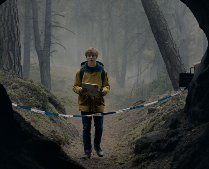 Netflix's Dark Plays on Every Time Travel Trope But Refrains From Cliches