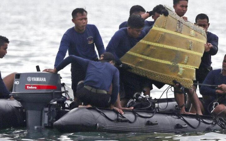 Indonesia plane crash: Investigators suspect 'throttle problem' led Sriwijaya Air jet to lose control